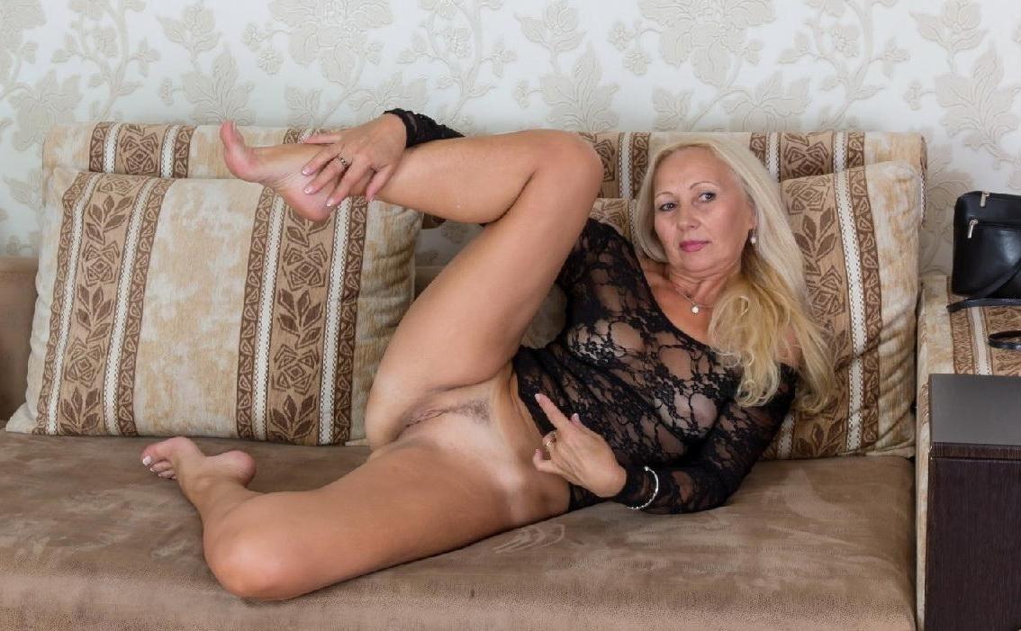 был проститутки по вызову в москве пожилых трахает любовницу возле